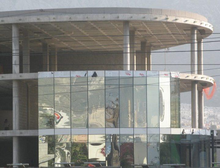 Instalan fachada de centro tecnológico en Santa Catarina