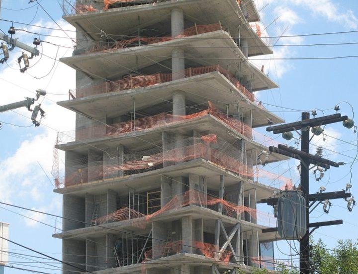 Aceleran edificación de torre vanguardista