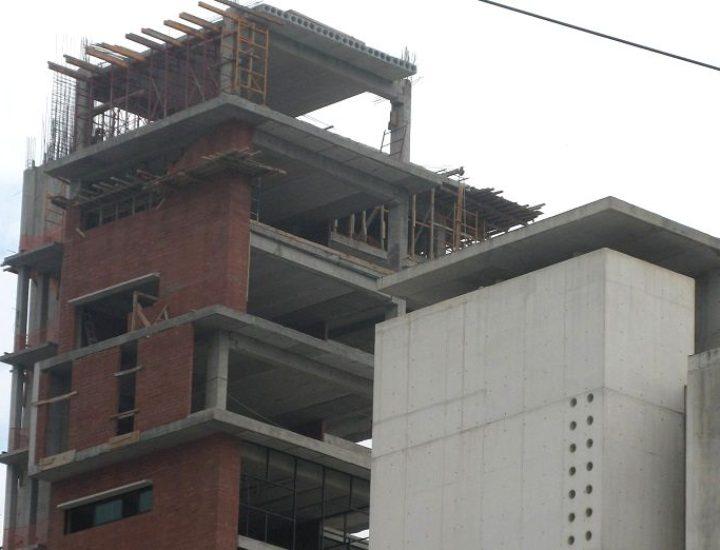 Edifican conjunto habitacional de 22 niveles