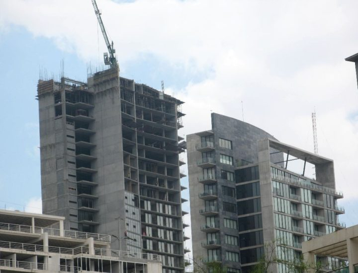 Aceleran construcción de 5 torres