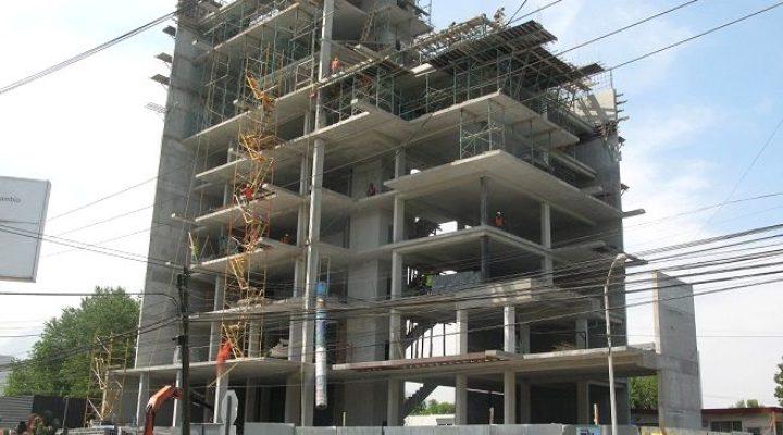 Levantan edificio de uso múltiple en San Pedro