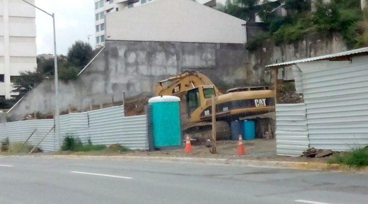 Construirán centro comercial con 30 unidades