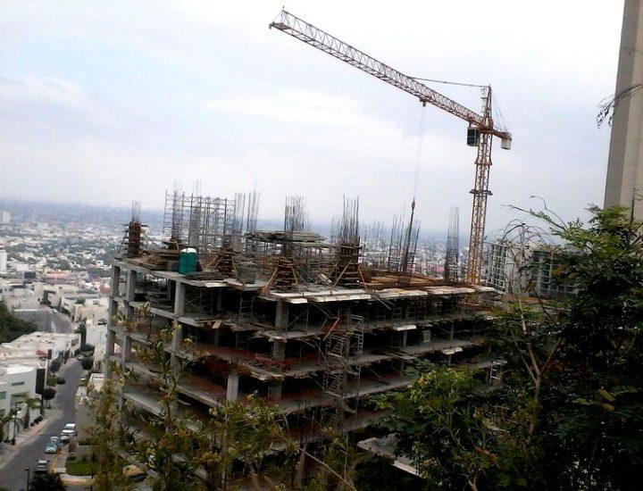 Avanza torre corporativa de 15 niveles