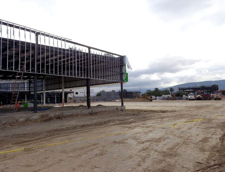 Edifican plaza comercial en San Nicolás