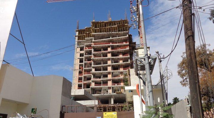 Supera punto medio edificio de 20 niveles