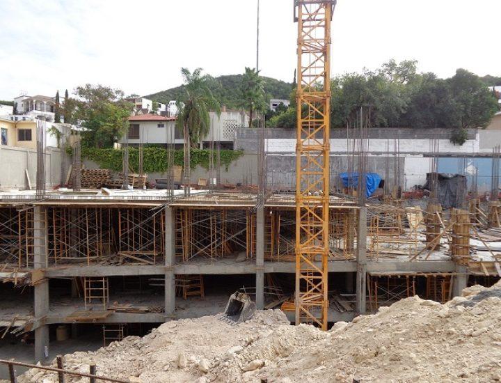 Construyen primeros niveles de edificio corporativo