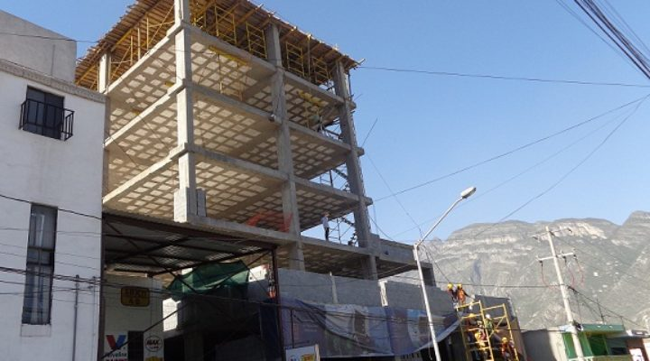 Levantan edificio corporativo de 7 niveles