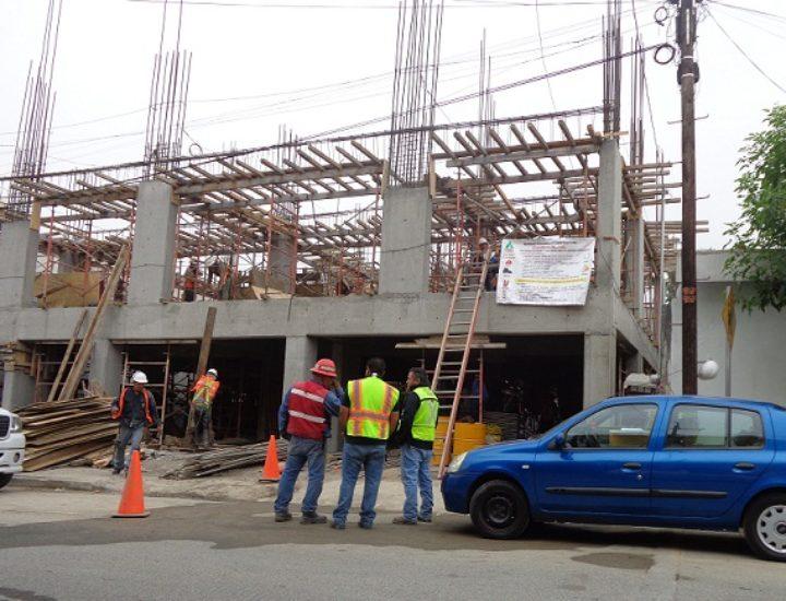 Levantan edificio de oficinas de 5 niveles