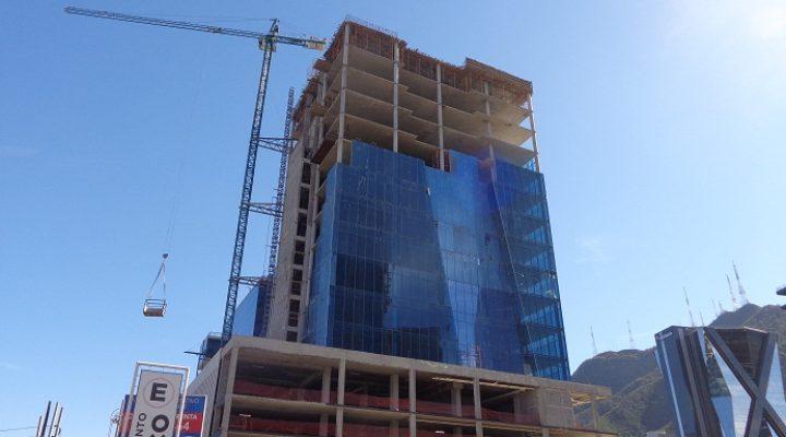 Arriba a etapa final torre corporativa de 16 niveles