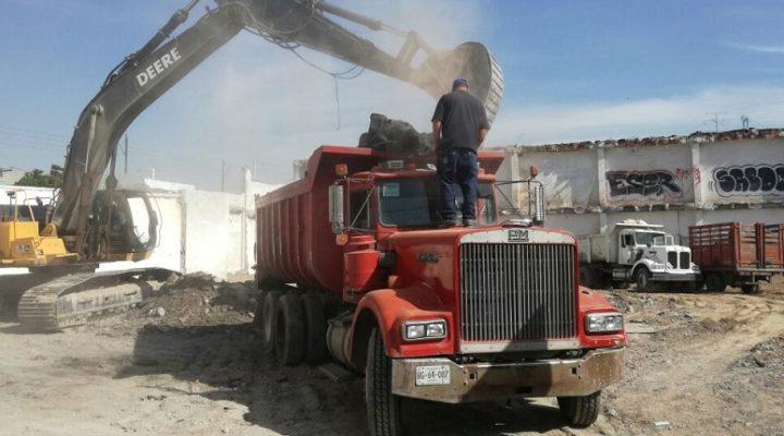Ejecutan demolición para edificar torre mixta
