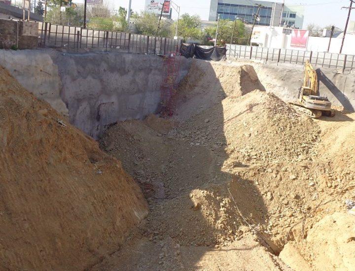 Reanudan edificación de hotel y plaza