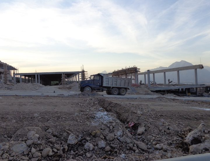 Retoman construcción de gimnasio en centro educativo
