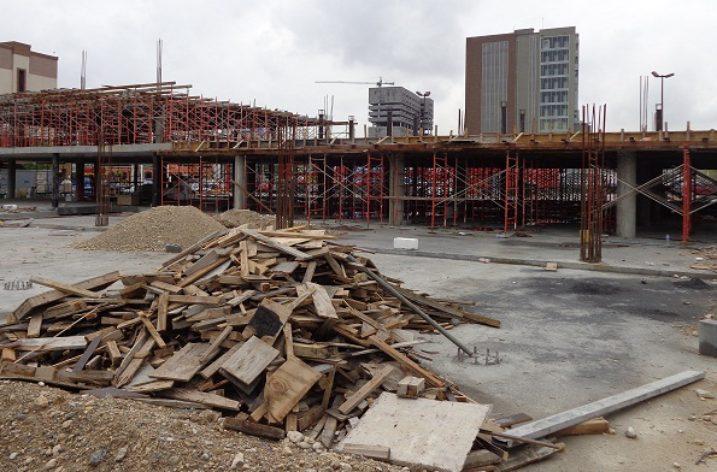 Avanza construcción de complejo comercial en Guadalupe