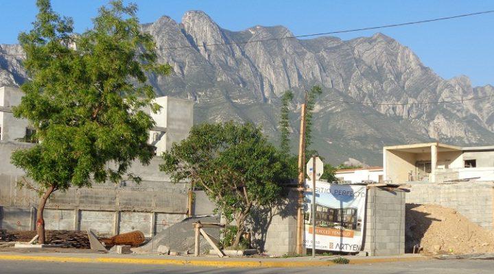 Levantan nuevo desarrollo comercial en Santa Catarina