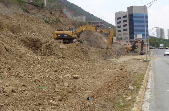 Inicia excavación para levantar complejo de 12 niveles