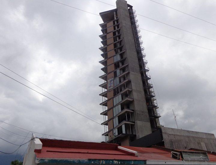Arriba a fase de acabados torre múltiple de 20 niveles