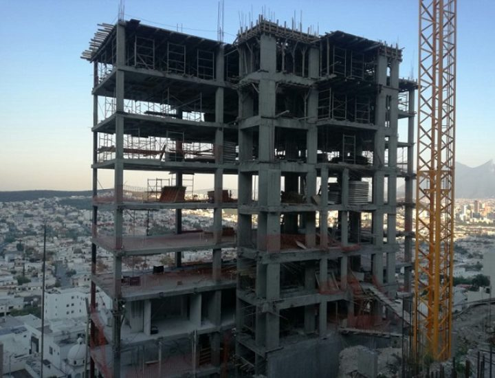 Levantan torre residencial de 14 niveles en San Jerónimo