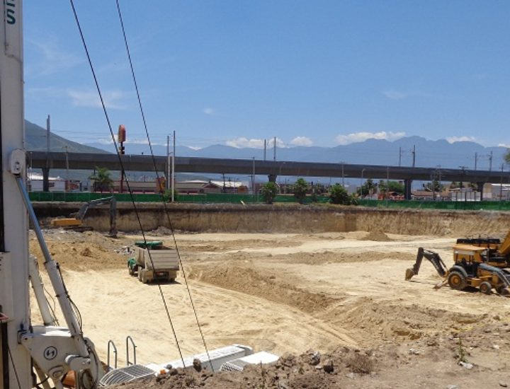 Arranca cimentación de plaza comercial en Guadalupe