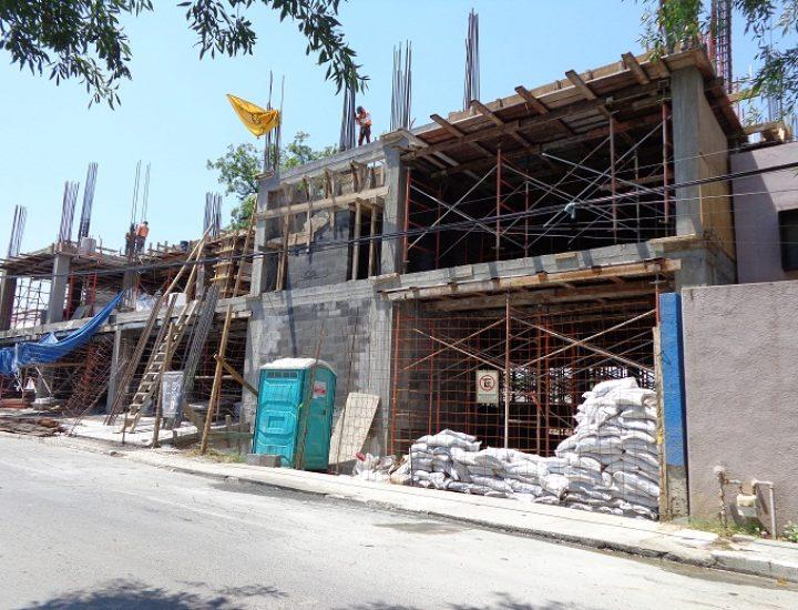Levantan primeros niveles de edificio de usos mixtos en SP