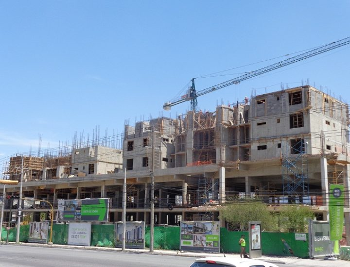Levantan primera torre de complejo habitacional en Santa María