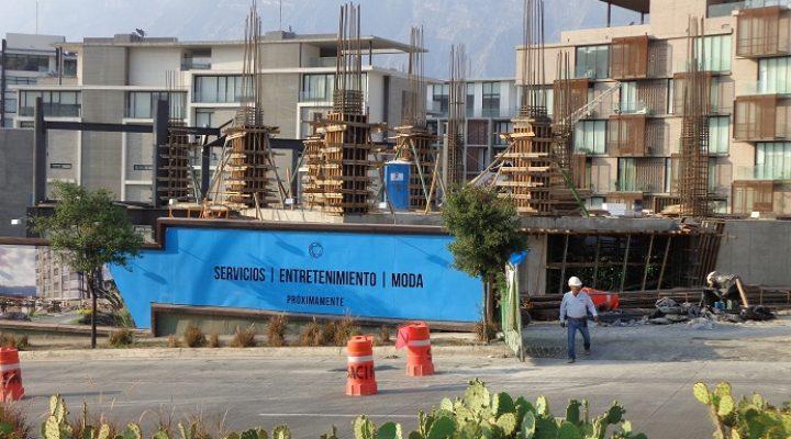 Construyen torre de oficinas dentro de Vía Cordillera