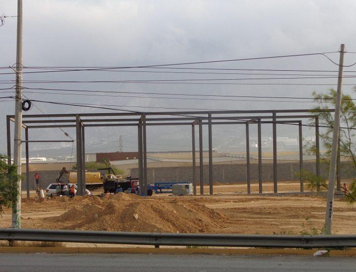 Avanza estructura de agencia automotriz en La Puerta