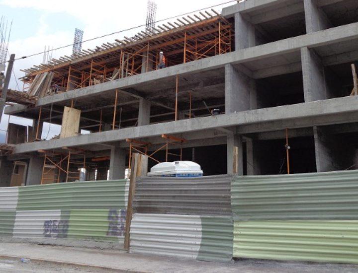 Levantan plaza de 4 mil m2 en Río Guadalquivir