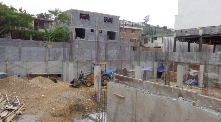 Construyen sótanos de edificio comercial en Garza Sada