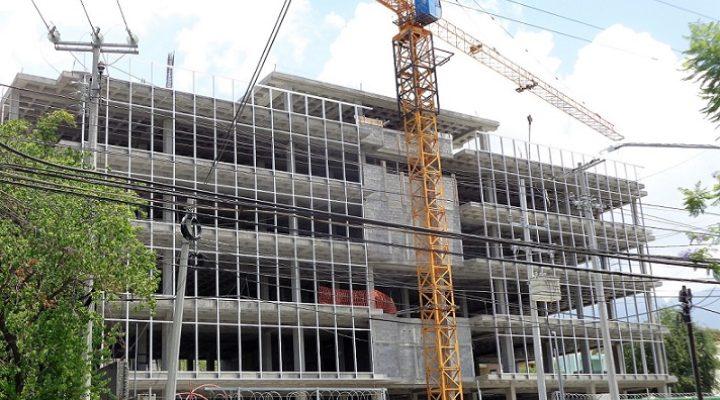 Colocan fachada de corporativo en el Obispado