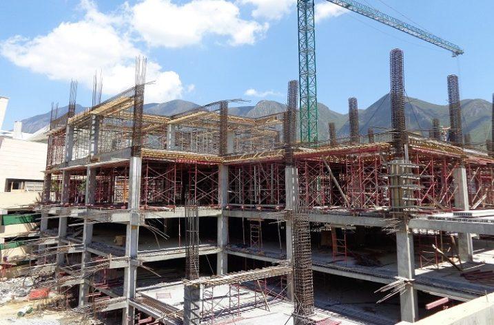 Crece estructura de centro comercial en Valle Alto