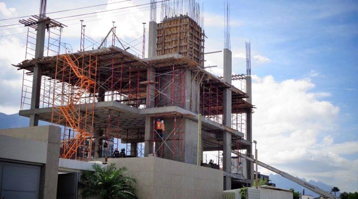 Construyen primeros niveles de complejo de oficinas