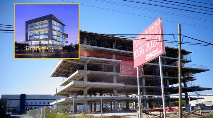 Completan estructura de edificio corporativo en Apodaca