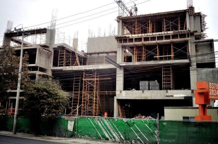 Avanza construcción de 'street mall' en Av. Vasconcelos