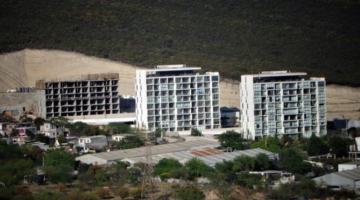 Edifican niveles superiores de torre en San Jerónimo