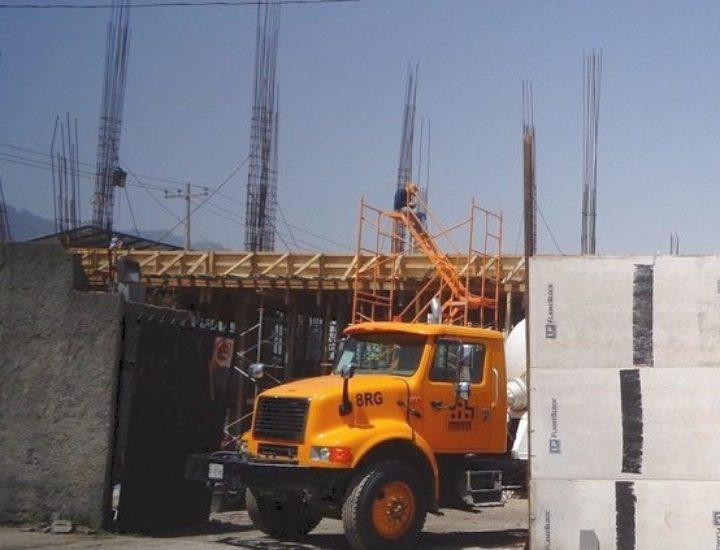 Construyen plaza comercial  de 2 niveles en MTY; sumará 3,250 m2