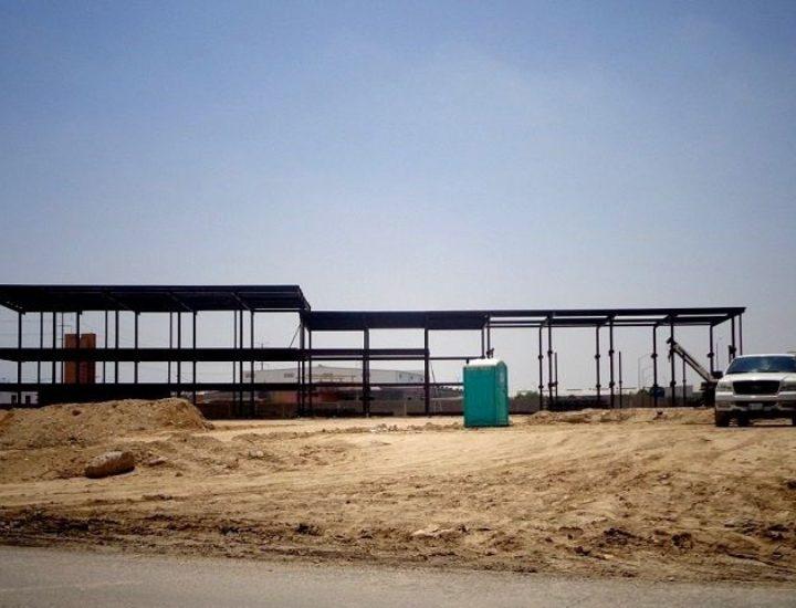 Levantan estructura de plaza comercial en Apodaca