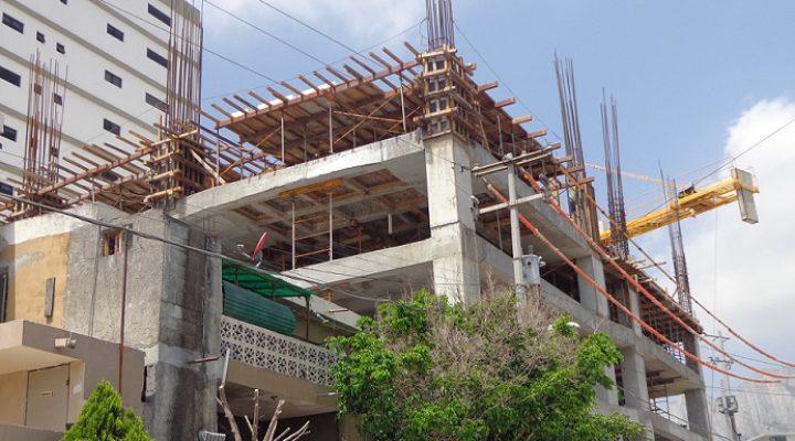 Despunta torre de 22 niveles en Santa Catarina