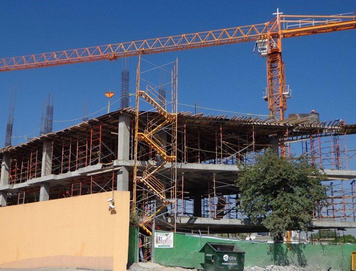 Emergen primeros niveles de complejo mixto en San Agustín