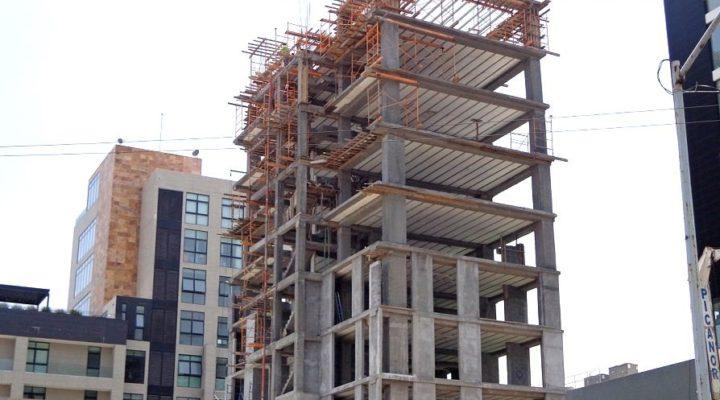 Levantan niveles superiores de torre mixta en San Pedro