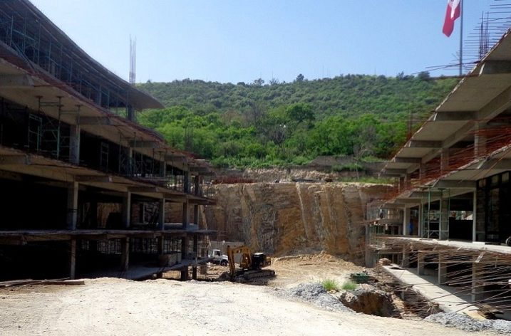 Avanza estructura de plaza multinivel en el Obispado