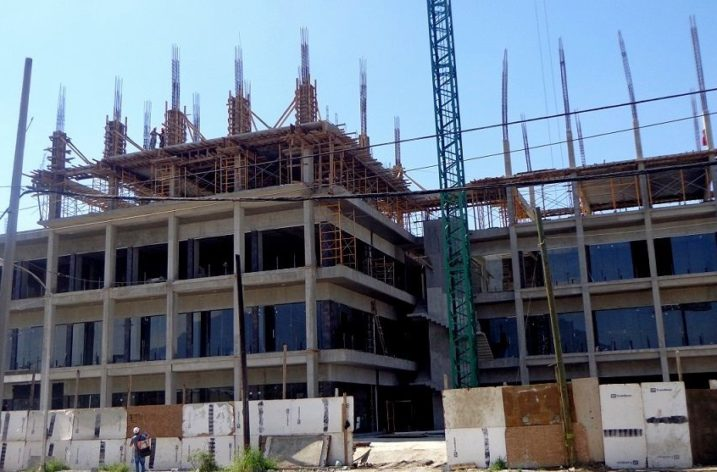 Avanza construcción de plaza multinivel al sur de MTY