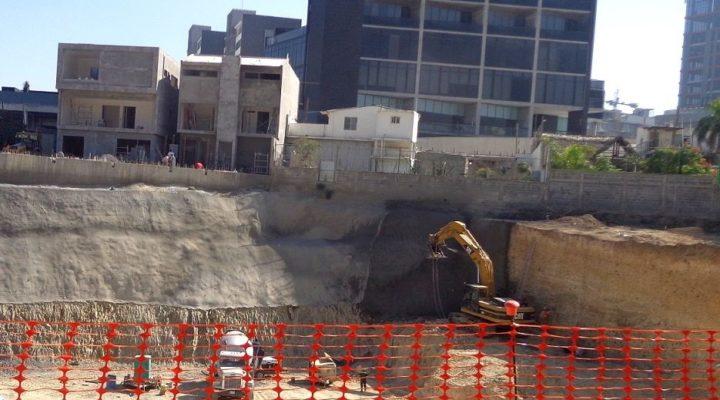 Inicia cimentación de torres 'gemelas' en Santa Catarina