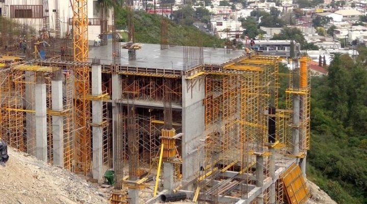 Levantan primeras losas de complejo habitacional en Cumbres