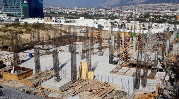 Emergen primeros niveles de edificio de 'depas' en SC