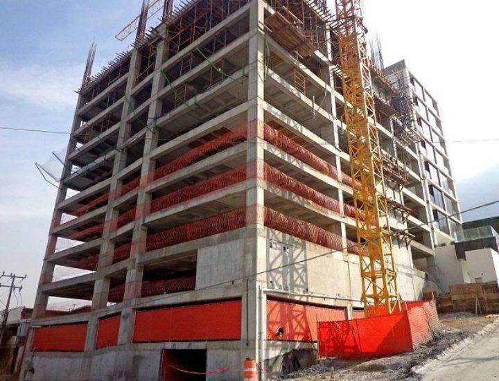 Llega al 50 por ciento estructura de torre en Santa Catarina
