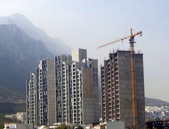 Construyen últimos niveles de edificio en Valle Poniente