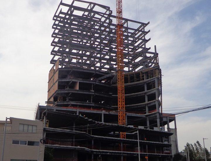 Alcanza nivel 16 torre mixta frente a Nuevo Sur