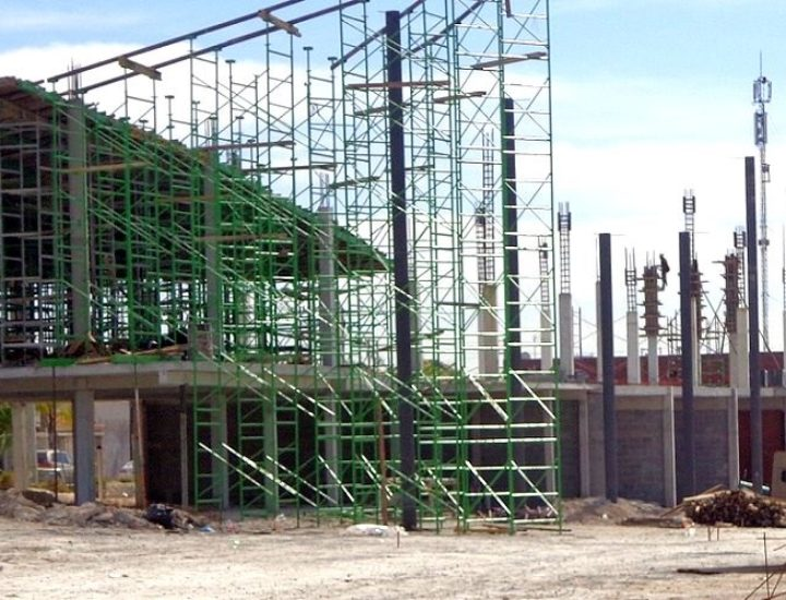 Avanza construcción de paseo comercial en Apodaca