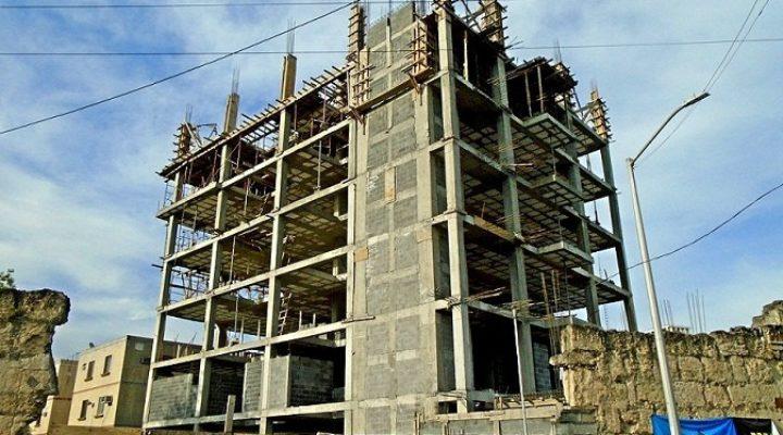 Llega a sus últimos niveles torre de 'depas' en Santa Lucía