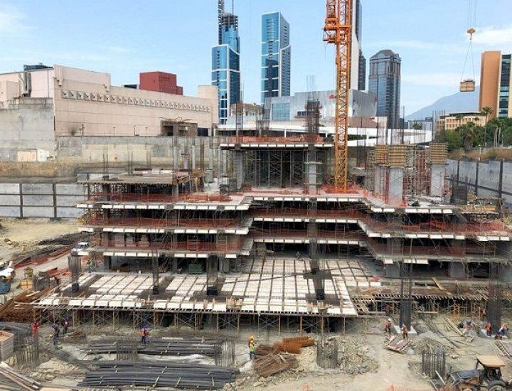 Alcanza nivel de suelo 1a torre de complejo multiusos en SP